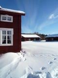 Una vecchia azienda agricola in inverno fotografia stock