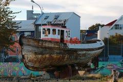 Una vecchia barca al porto di Reykjavik Fotografia Stock Libera da Diritti