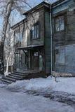 Una vecchia casa di legno, una caserma Fotografia Stock Libera da Diritti