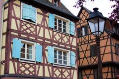 Una vecchia casa nella città di Colmar immagine stock