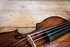 Una vecchia fiddle di legno fotografie stock