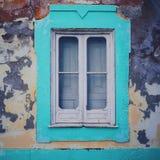Una vecchia finestra verde fotografia stock libera da diritti