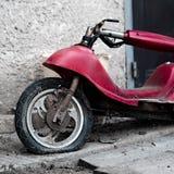 Una vecchia motocicletta elettrica immagine stock libera da diritti