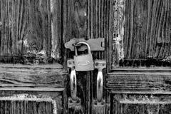 Una vecchia porta chiusa a chiave Concetto d'annata di stile fotografie stock