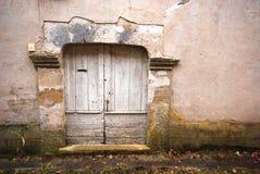 Una vecchia porta di legno Fotografie Stock Libere da Diritti