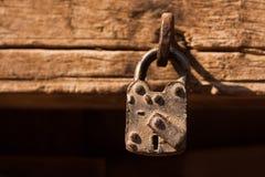 Una vecchia serratura della casa fotografie stock