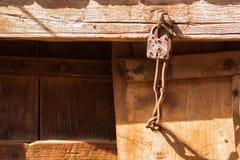 Una vecchia serratura della casa fotografia stock libera da diritti