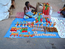 Una venta del vendedor ambulante juguetes de madera Imagenes de archivo