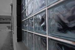 Una ventana de cristal del bliock en un edificio Foto de archivo libre de regalías
