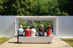 Una ventana de madera en el jardín Chaumont Imagen de archivo libre de regalías