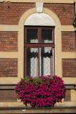 Una ventana en Kraków imagen de archivo