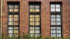 Una ventana vieja de una casa vieja Imagen de archivo libre de regalías