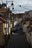 Una via stretta a Sucre immagini stock libere da diritti