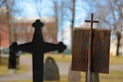 Una vieja cruz en un cementerio viejo Imagen de archivo libre de regalías