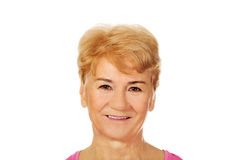Una vieja mujer encantadora sonriente Fotografía de archivo