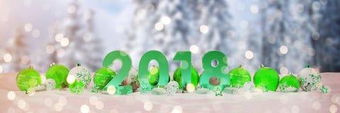 una vigilia di 2018 nuovi anni con le bagattelle di natale e le candele di renderin di 3D Immagini Stock