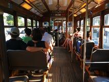 Una visión dentro de las tranvías en Lisboa Fotos de archivo libres de regalías