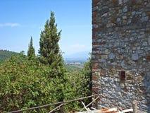 Una visión desde el pueblo Civitella en Italia fotos de archivo