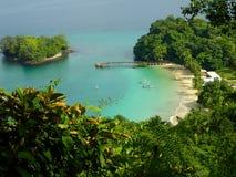 Una visión desde el punto del elevatep sobre la playa en Parque Nacional de Isla Coiba, Panamá imagen de archivo