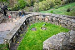 Una visión desde el top al ` s del soldado persigue el cementerio en el castillo de Edimburgo Fotos de archivo libres de regalías