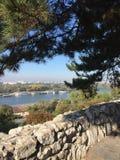 Una visión desde la fortaleza de Kalemegdan en Sava River foto de archivo libre de regalías