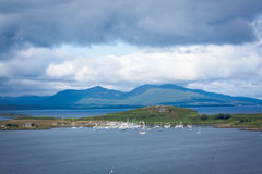 Una visión desde Oban, una ciudad de vacaciones dentro área del consejo de Argyll y del Bute de Escocia Imagen de archivo