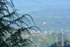 Una visión desde Triund, gama Kangra de Dhauladhar Foto de archivo