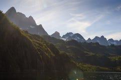 Una visión desde Trollfjord foto de archivo