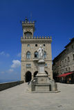 Una visión en el cuadrado central de San Marino foto de archivo