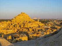 Una visión panorámica desde la fortaleza de Shali en Siwa en la salida del sol foto de archivo libre de regalías