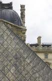 Una visión sobre Louvre en París Imagen de archivo