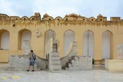 Una visita Jantar Mantar dell'uomo a Jaipur, India Immagine Stock Libera da Diritti