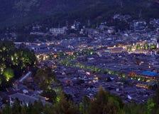 Una vista aérea de la ciudad China de Lijian foto de archivo