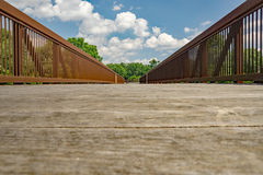 Una vista abstracta de un puente fotos de archivo