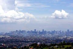Una vista aerea degli edifici commerciali e residenziali e delle imprese nelle città di Cainta, di Taytay, di Pasig, di Makati e  immagini stock
