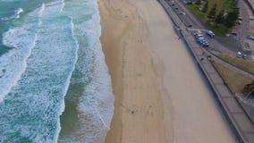 Una vista aerea di Bondi tira il litorale in secco video d archivio