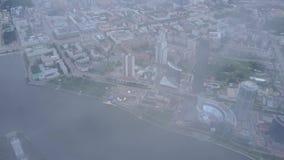Una vista aerea di Mosca del centro che esamina fiume Mosca Vista superiore di metà di città a Mosca Antenna russa dell'orizzonte archivi video