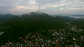 Una vista aerea di uno dei distretti di Phuket nel giorno nuvoloso, Tailandia Fotografia Stock Libera da Diritti