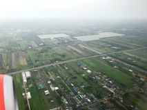 Una vista aerea mostra l'inondazione nella zona agricola immagini stock