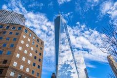 Una vista altra di una concentrare e costruzione commerciale New York, S Fotografia Stock Libera da Diritti