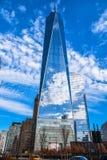 Una vista altra di una concentrare e costruzione commerciale New York, S Fotografie Stock