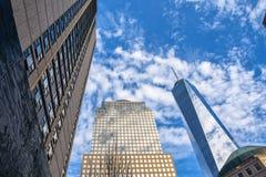 Una vista altra di una concentrare e costruzione commerciale New York, S Immagini Stock Libere da Diritti