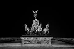 UNA VISTA BLANCO Y NEGRO de la puerta de Brandeburgo Foto de archivo libre de regalías