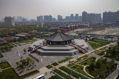 Una vista completa delle rovine del tempio di Ming nella capitale della dinastia di zhou a luoyang, Cina immagine stock libera da diritti
