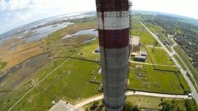 Una vista da sopra del fumaiolo di una pianta metallurgica stock footage
