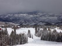 Una vista dalla cima di una montagna vicino ad Avon Colorado Fotografia Stock Libera da Diritti