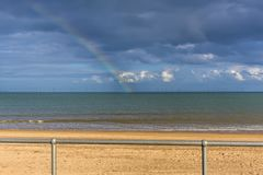 Una vista dalla passeggiata fuori al mare fuori dalla spiaggia di Skegness, Regno Unito Immagini Stock Libere da Diritti