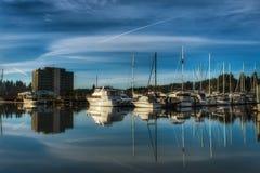 Una vista de barcos en el puerto deportivo imagen de archivo libre de regalías