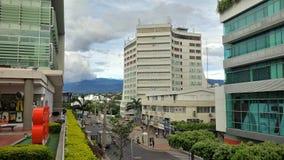 Una vista de Cúcuta céntrico, una ciudad montañosa en la frontera colombiana con Venezuela imagenes de archivo