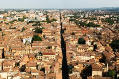 Una vista de una ciudad europea vieja típica desde arriba fotografía de archivo